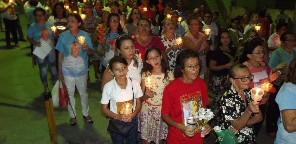 Cittadini in processione